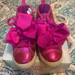 Jojo siwa girl sneaker pink and bow size 11.